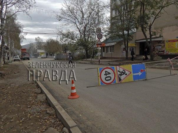 В станице Зеленчукской завершается ремонт участка автодороги «ЗАГс - улица Гвардейская»