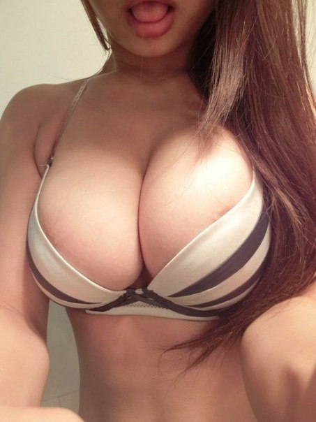 с эффектной крупнейшей грудью