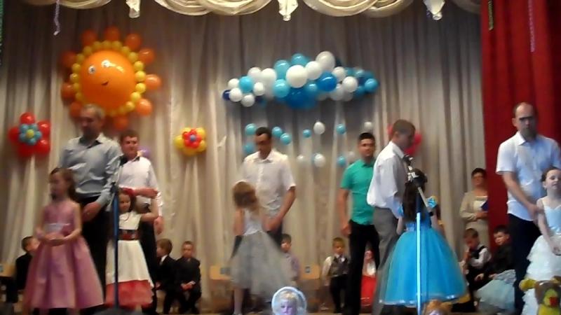 Танець татусів і донечок!