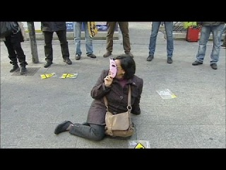 Европа отметила день борьбы за ликвидацию насилия в отношении женщин
