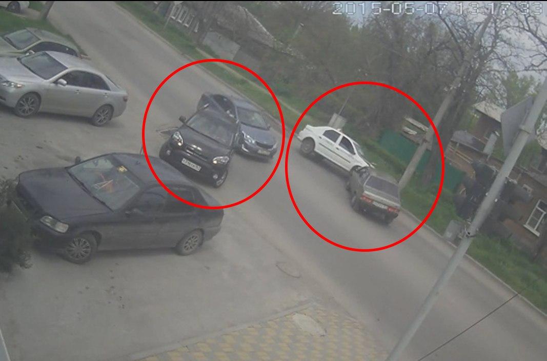 Сегодняшнее ДТП на ул. Александровской попало в объектив камеры видеонаблюдения