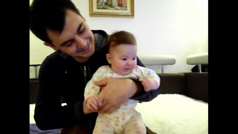 Пуговка и ее родители-пугатели,дразнители,веселители и в итоге обниматели и целователи)