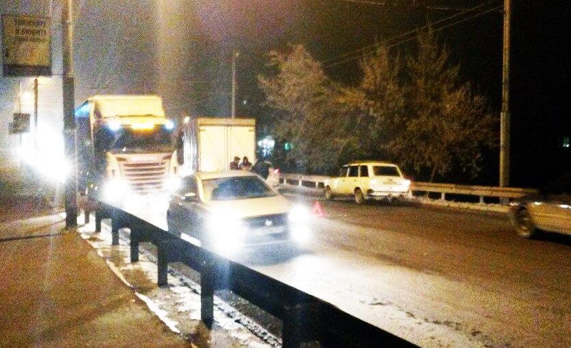 ДТП в Таганроге: На бакинском мосту столкнулись «Газель» и «ВАЗ-2016»
