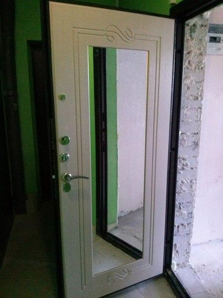 ставят ли зеркало перед входной дверью