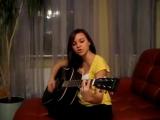 девушка поёт песню