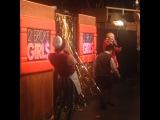 Jennifer Coolidge, Jonathan Kite, Matthew Moy #2brokegirls #audience #intro #cbs #warnerbros #liveaudience #live #television watch our show Monday nights
