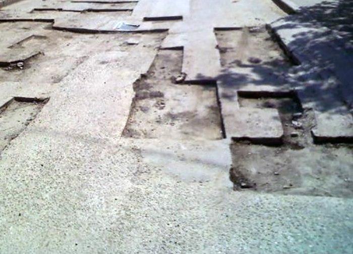 В Таганроге коммунальщики продолжают ямочный ремонт городских дорог