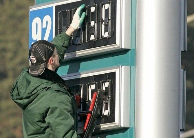 В Таганроге с начала года бензин немного подешевел