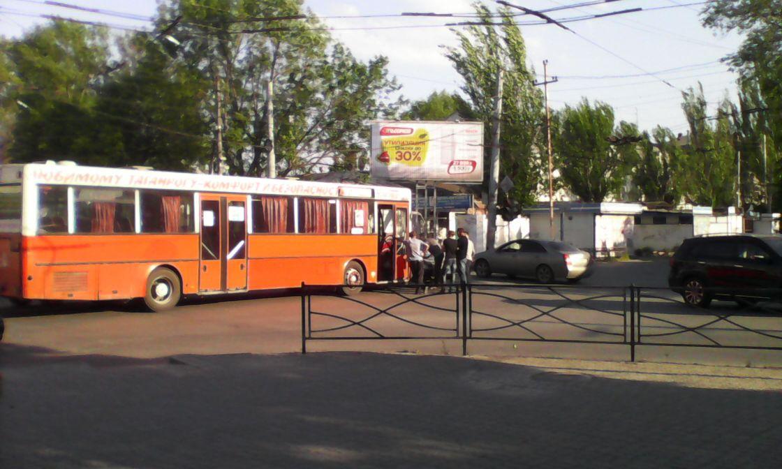 Очередное ДТП с общественным транспортом: автобус протаранил «ВАЗ-2109» в центре Таганрога