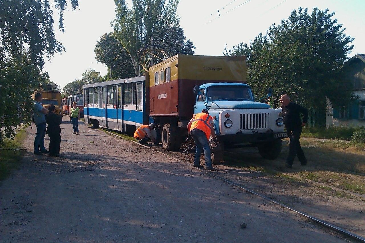 В Таганроге на улице Кузнечной трамвай сошел с рельсов
