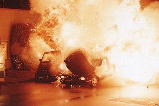 В Таганроге мужчина взорвал машину такси «Везет» с помощью детской игрушки
