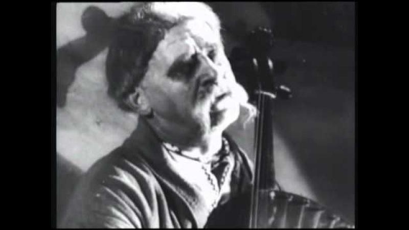 Гнат Хоткевич грає на бандурі у фільмі Назар Стодоля