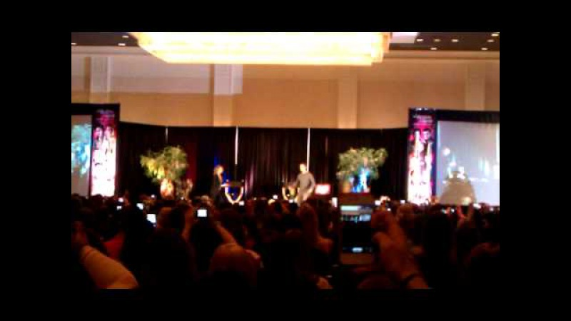 Arielle Kebbel and Charlie Bewley at the 2013 TVD Chicago Convention