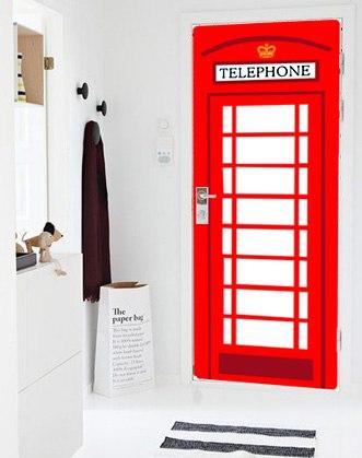 наклейки на дверь фото, виниловые наклейки на дверь фото, декоративные наклейки на двери межкомнатные фото, наклейки на двери фото, сплошная наклейка на дверь фото, цветная наклейка на дверь фото, наклейка полностью на всю дверь фото, наклейка в виде телефонной будки фото, наклейка телефонная будка фото
