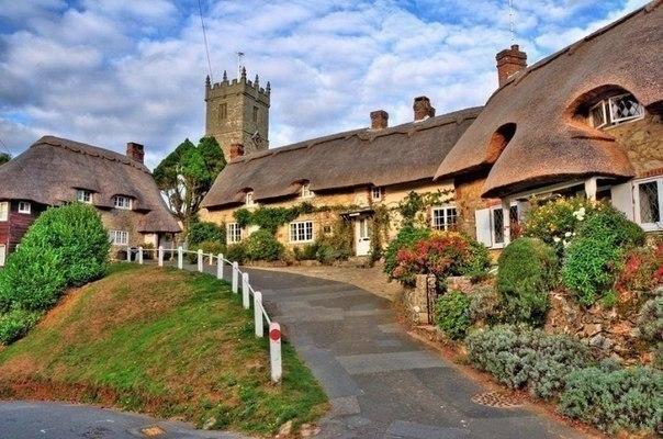 На улице небольшой деревни, Великобритания