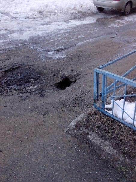 Житель Чистополя пожаловался на провал грунта возле жилого дома — «Народный контроль»