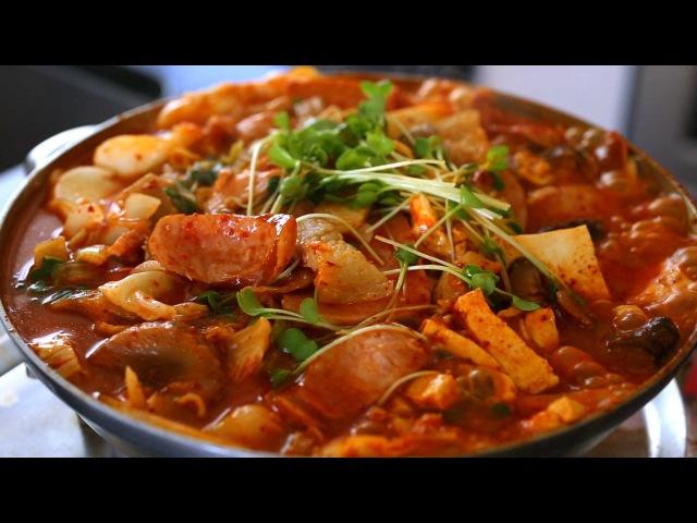 Army base stew (Budae-jjigae 부대찌개)