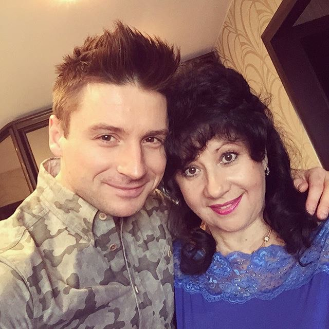 Сергей Лазарев выложил фотографию с мамой