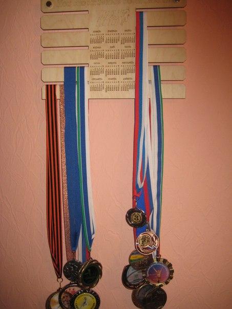 Как повесить медали на стену красиво