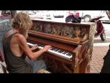 Б.о.м.ж Играет На Пианино Красиво