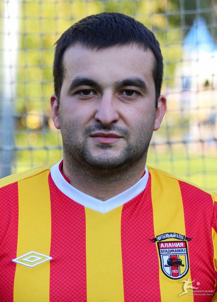 Борис Езеев