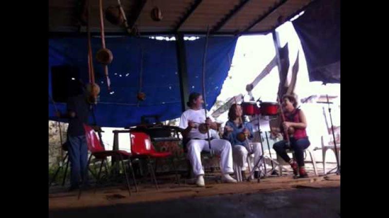 Orquestra Harmônica de Berimbaus Pau D'Óleo: Peter, Laura, Bella, Salete. IMG_2473. 30mai15