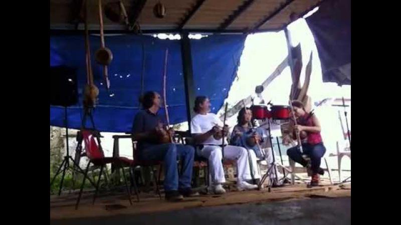 Orquestra Harmônica de Berimbaus Pau D'Óleo: Peter, Laura, Bella, Salete. IMG_2474. 30mai15