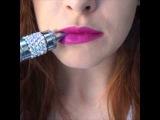 Девушка и электронная сигарета