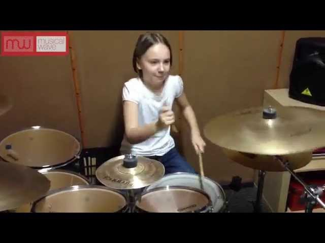 Девочка круто играет на барабанах (drum cover System Of A Down - Toxicity by Чешельска Юлия)
