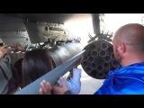 Руслана заряжает ракеты С-8 в блок Б-8 самолета СУ-25