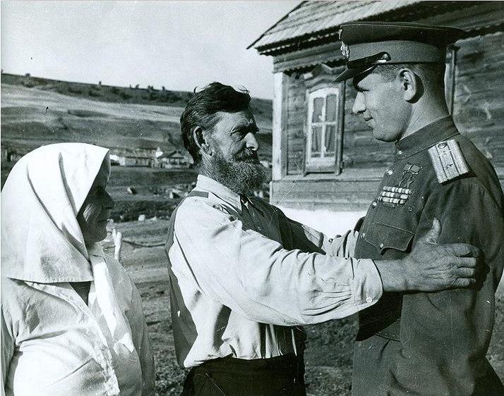 Возвращение с фронта. Село Лапоть. 1946 год. Фото М.  Редькина