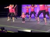 6-ти летняя девочка покорила весь Интернет своим танцем