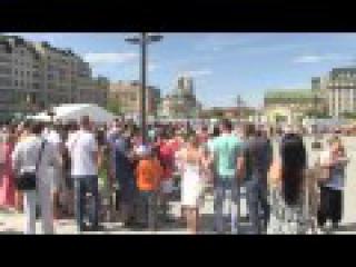 Кличко відвідав нову пішохідну зону на Поштовій площі і скупався в фонтані