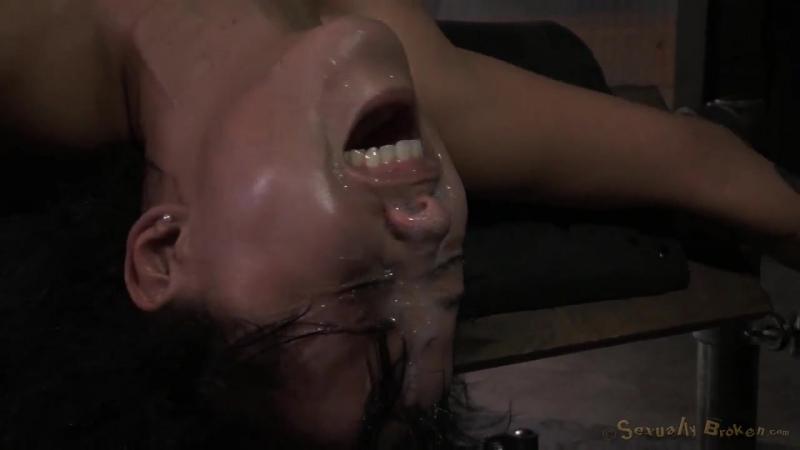 Муж смотрит как его жену трахают на порно кастинге на ...