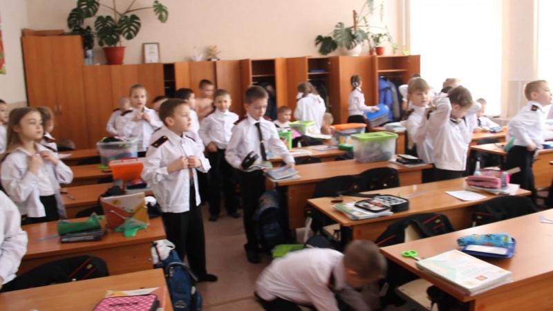 Так наши дети переодеваются после физкультуры )) » Freewka.com - Смотреть онлайн в хорощем качестве