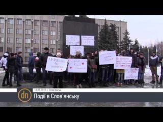 Учащиеся ПТУ и школ пришли с одинаковыми плакатами