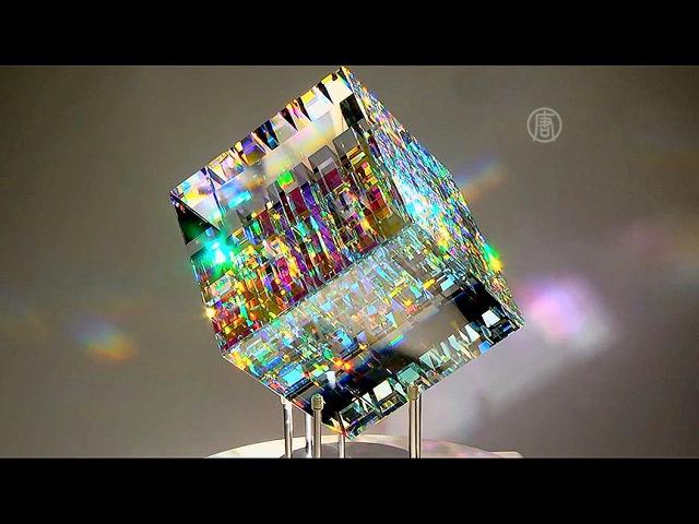 Завораживающие скульптуры из дихроичного стекла создает Джек Стормс новости