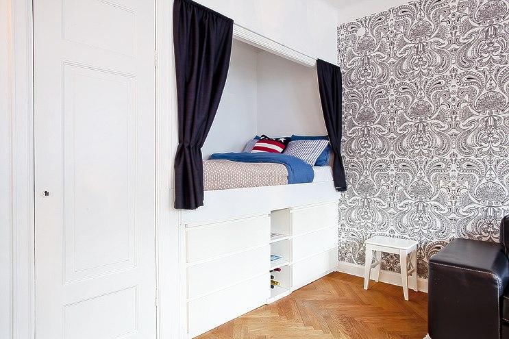 Барная стойка - популярный способ зонирования студии или кухни-гостиной.