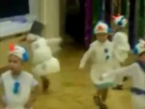 Четкий DNB снеговик на утренике в детском саду