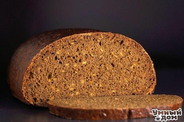 """Настоящий черный хлеб своими руками! Аромат и вкус настоящего, ржаного хлеба, способен вызвать острое желание отведать вкуснятину даже у относительно сытого человека. Есть что то волшебное в этом аромате буханки, приготовленной с любовью из рожденных землей злаков и специй. 2 стакана ржаной обдирной муки 100мл теплой воды для теста 100гр закваски ржаной (если нет закваски, то 25 грамм живых """"пластилиновых"""" дрожжей, сухие вообще никогда нигде не использую!) 1 чайная ложка с небольшой горкой…"""