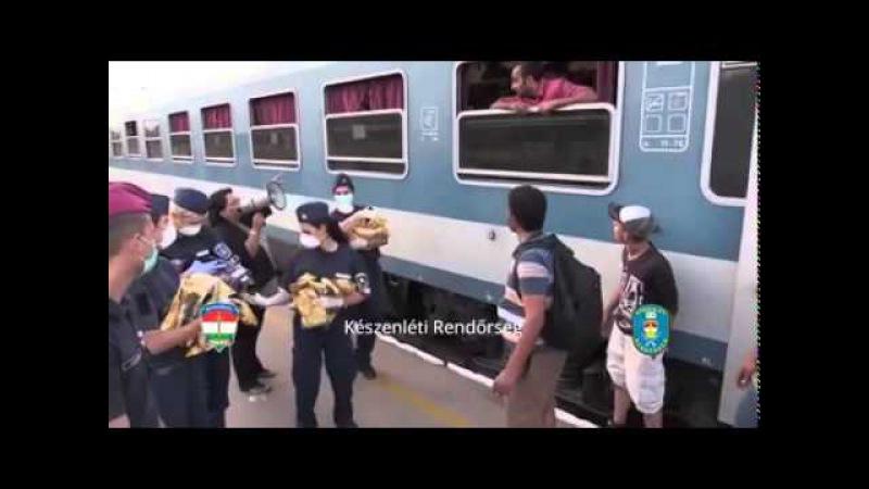 Migranti na nádraží v Budapešti vyhazují vodu a odmítají jídlo