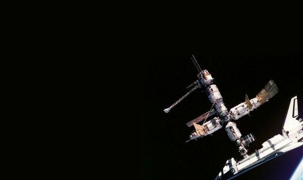 Шаттл Атлантис состыковался со станцией Мир