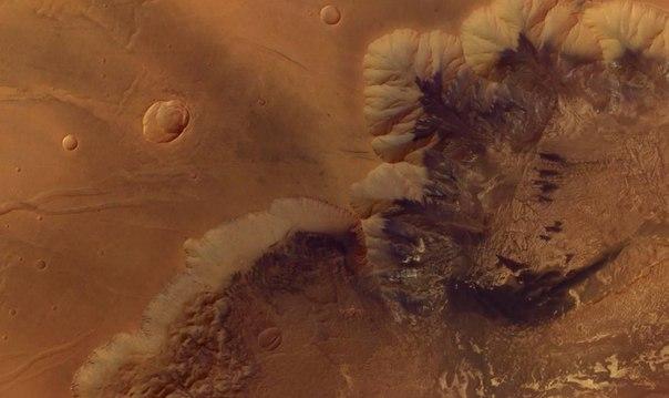 Каньон Мелас Часма на Марсе
