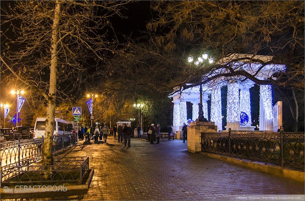 Вечерний Севастополь. В праздничном наряде. Фото: Виктория Ступина.