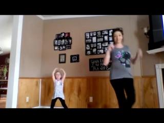 ღ Какие они клевые танец беременной мамы и дочки ღ