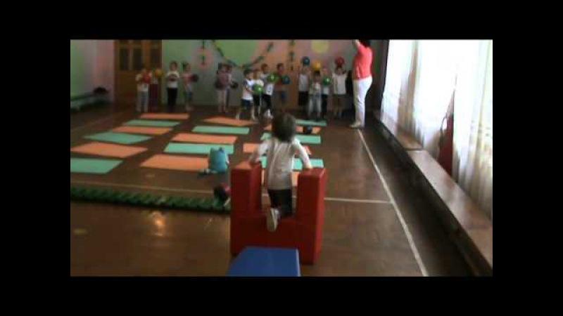Занятие по физкультуре в ясельной группе в УВК№9 г. Энергодар