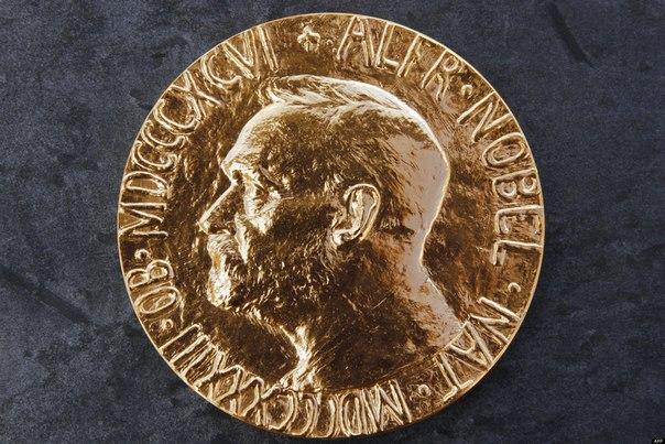 нобелевская премия в 1890 году известный шведский промышленник альфред нобель заявил о своем желании учредить премию на «поощрение идеалов мира». в последние годы жизни нобель составил несколько