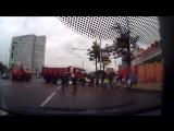В Москве Камаз вылетел на пешеходный переход с людьми.