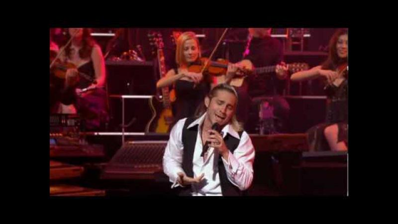 Bajo El Cielo De Noviembre (November Sky) - Ender Thomas Yanni Voices Concert (Acapulco 2008)