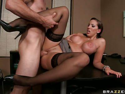 Секс на шпильках с секретаршей